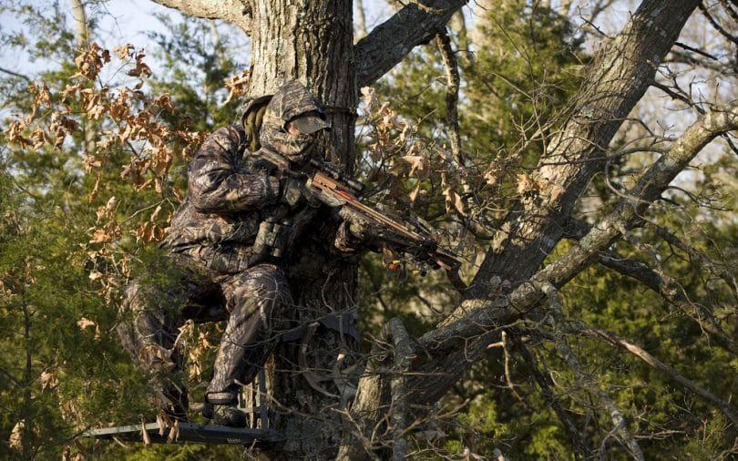 Hunters with Jaguar Crossbow